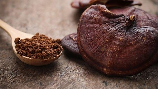 Chiết xuất nấm linh chi cũng có thể điều trị các đốm đen trên da, nguyên nhân khiến da trông già hơn