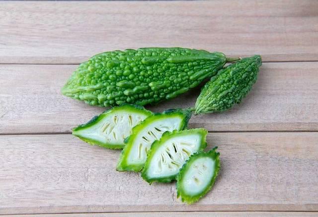 Hãy đảm bảo rằng không sử dụng hơn 2 trái mướp đắng mỗi ngày, vì ăn quá nhiều có thể gây đau bụng nhẹ hoặc tiêu chảy