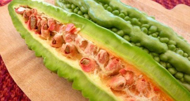 Mướp đắng ăn sống có tốt không? Thực tế, mướp đắng ăn sống sẽ đảm bảo được các dưỡng chất đầy đủ hơn so với việc nấu chín.